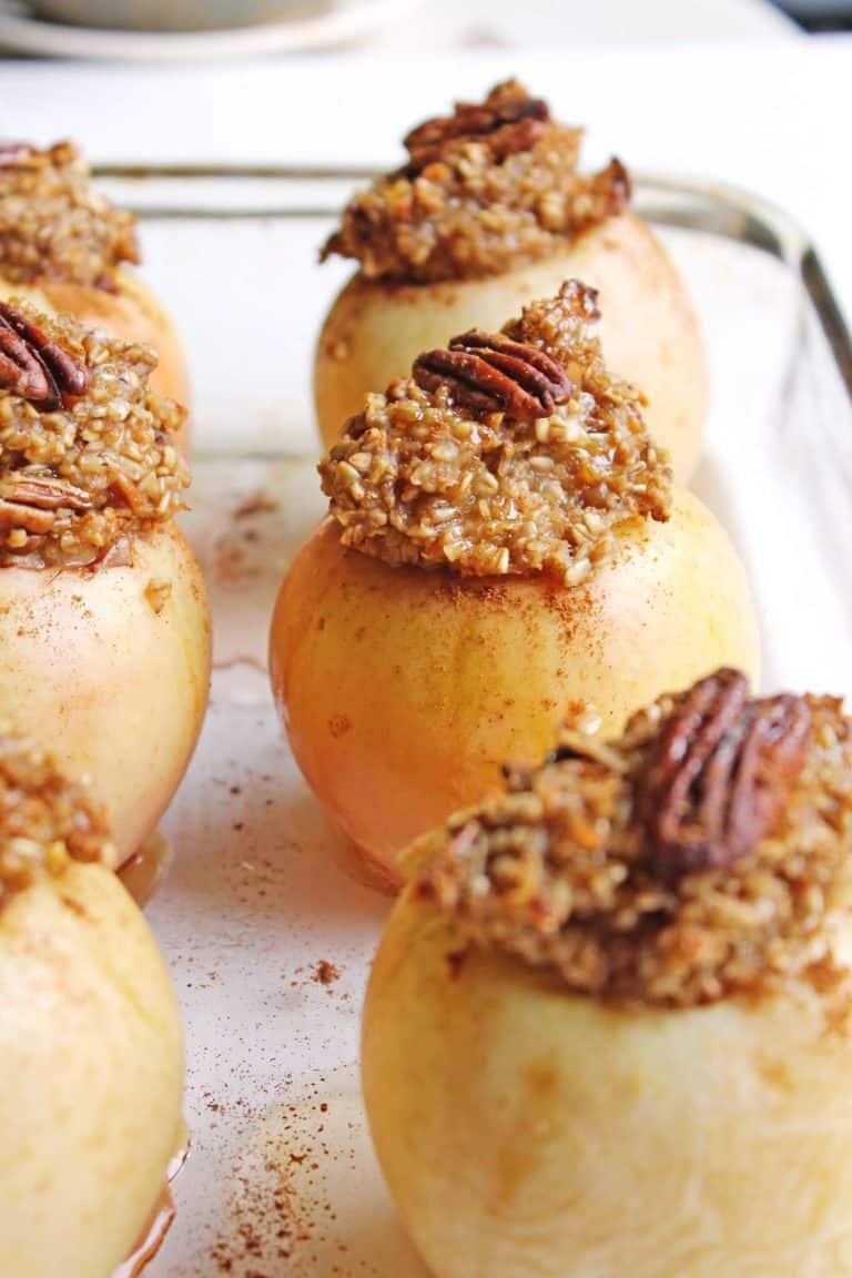 Vegan baked apples with oatmeal