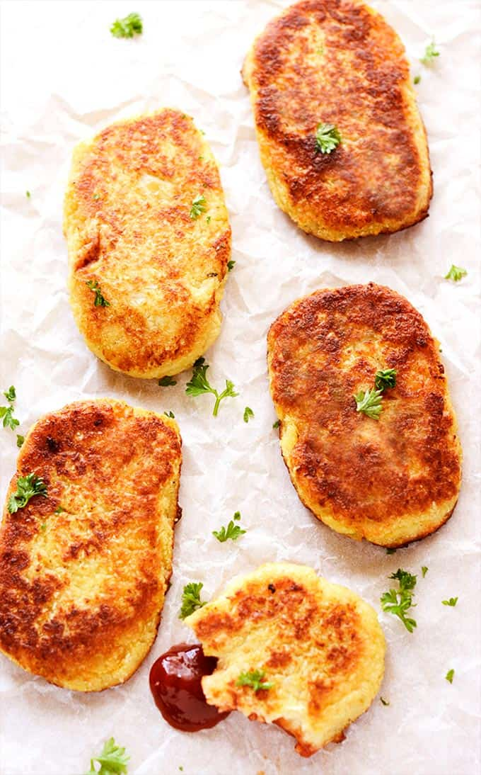 Cauliflower hashbrowns + 15 Farmers market recipes to make in February! Delicious, winter, (mostly) healthy recipes made with fresh, seasonal produce from your local farmers market or CSA bin. Eat local!