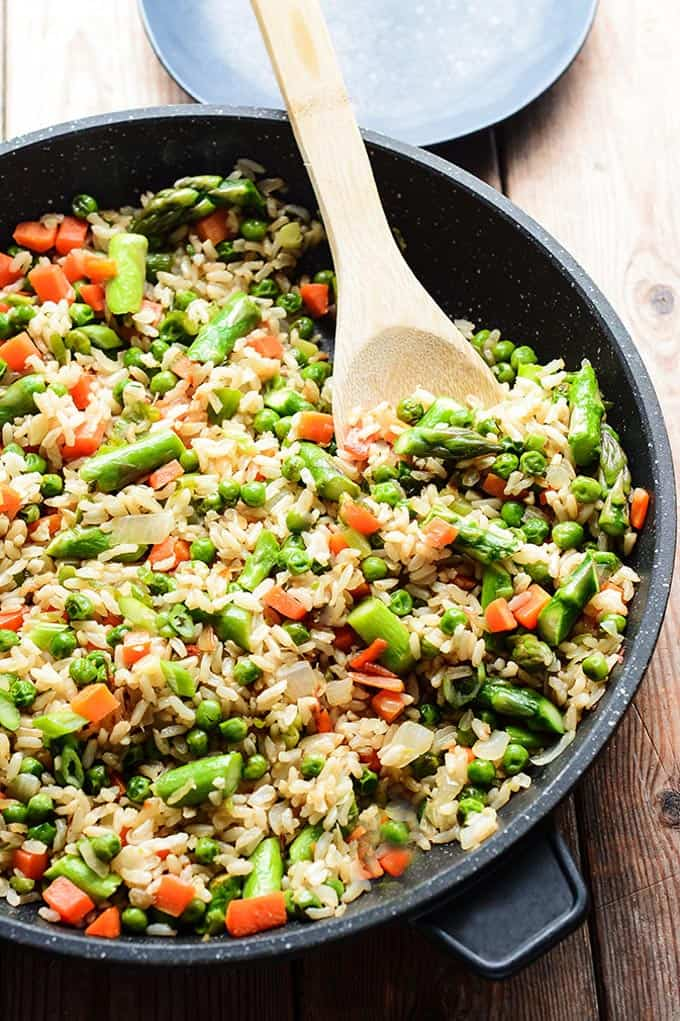 Spring fried rice + 15 Farmers market recipes to make in March! Delicious, vegetarian, late winter/ early spring, (mostly) healthy recipes made with fresh, seasonal produce from your local farmers market or CSA bin. Eat local!
