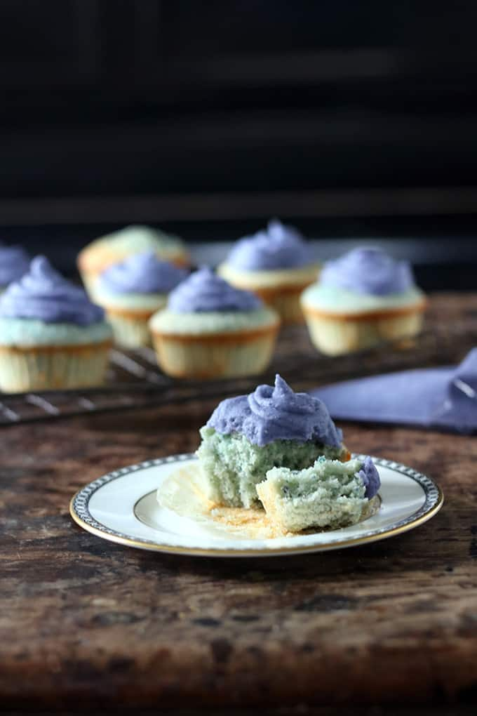 White chocolate purple potato cupcakes + 15 Farmers market recipes to make in April! Delicious, vegetarian, (mostly) healthy spring recipes made with fresh, seasonal produce from your local farmers market or CSA bin. Eat local! // Rhubarbarians