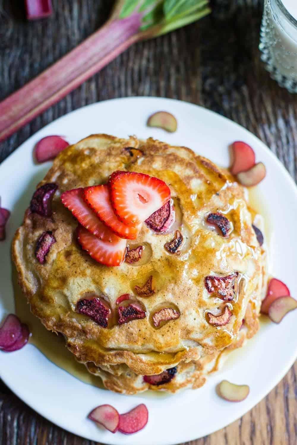 Vegan rhubarb pancakes + 15 Farmers market recipes to make in April! Delicious, vegetarian, (mostly) healthy spring recipes made with fresh, seasonal produce from your local farmers market or CSA bin. Eat local! // Rhubarbarians