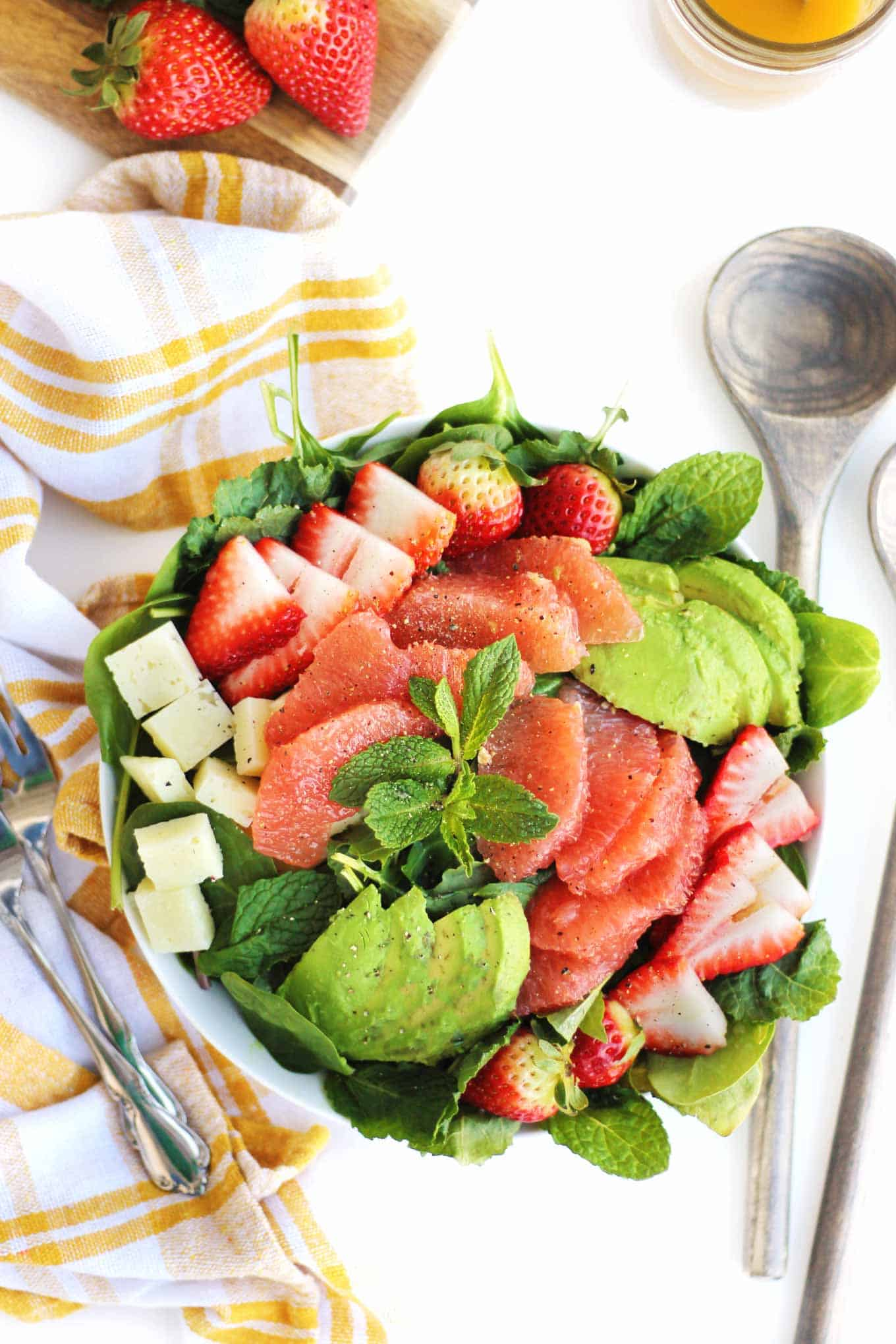 avocado grapefruit strawberry salad