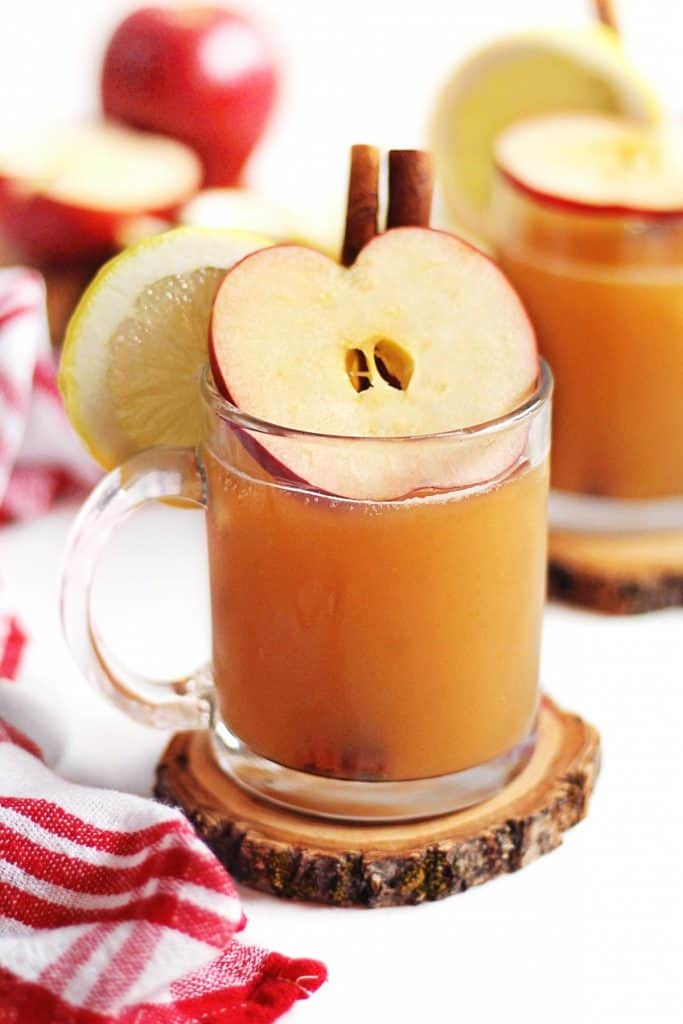 apple cider hot toddy with apple slice