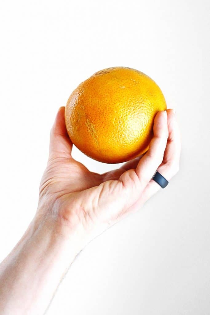 Hand holding a grapefruit