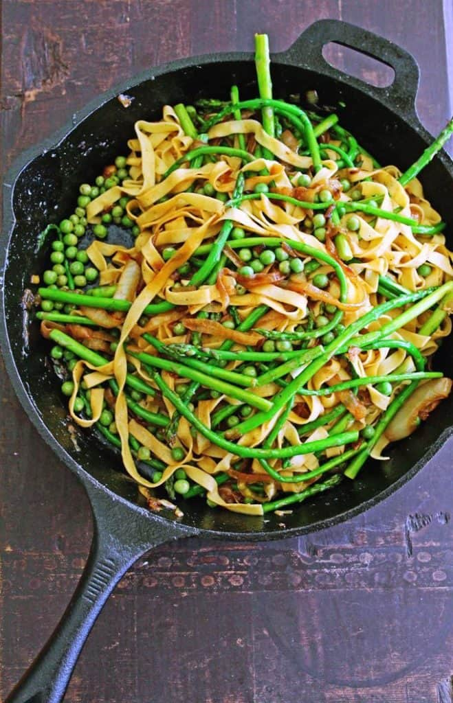 Asparagus past with peas in a skillet