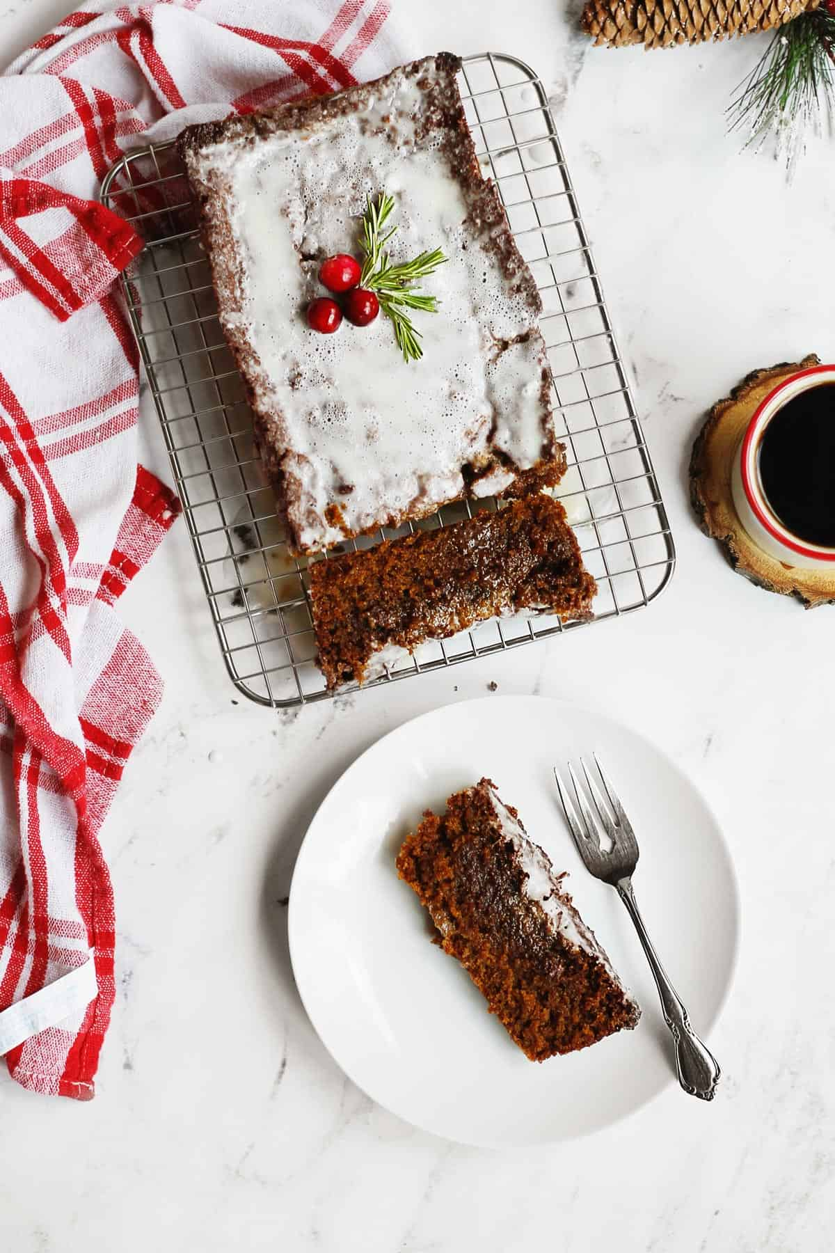 Gingerbread loaf with a slice