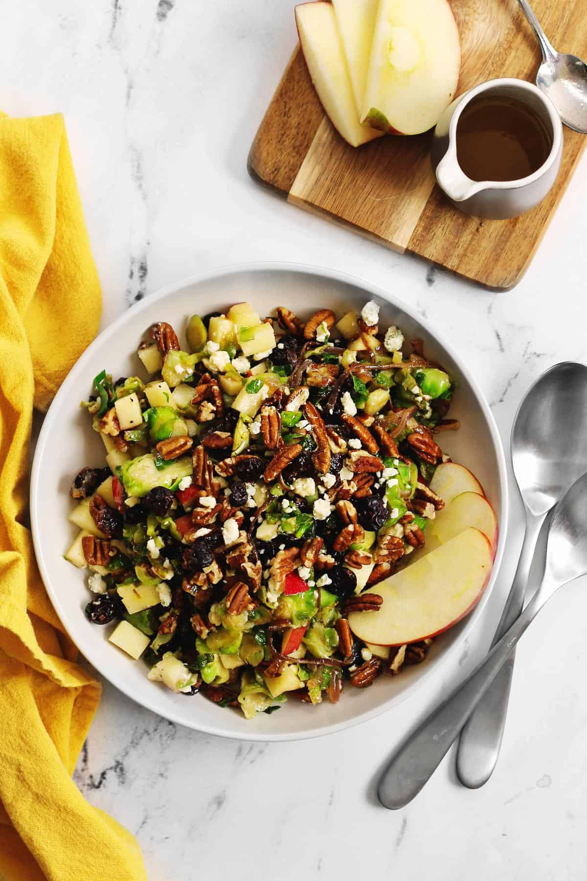 Thanksgiving salad with apple slices