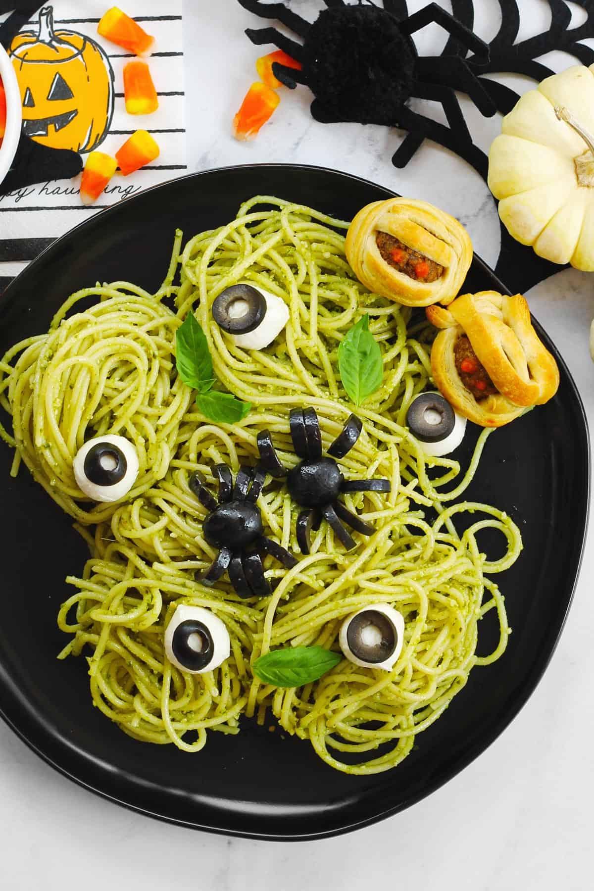 Spooky spaghetti halloween pasta